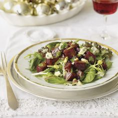 Roasted-Beet and Pistachio Salad Recipe - (replace blue cheese with alternative) Roast Recipes, Salad Recipes, Healthy Recipes, Healthy Dinners, Healthy Foods, Christmas Dinner Menu, Christmas Cooking, Christmas Holiday, Christmas Entrees