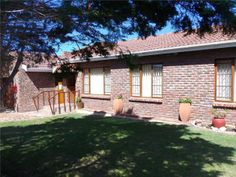 4 bedroom house in Stilbaai, , Stilbaai, Property in Stilbaai -