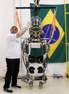 Nicolelis exibe estrutura robótica que vai ser usada por paraplégico na abertura da Copa no Itaquerão
