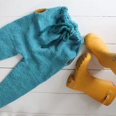 """""""Simpelthen-bukse ferdig, elsker fasongen på denne buksa!! Done with the Simpelthen-pants by #paelas#simpelthenbukse#knitaddict#knitstagram#strikkefeber#ullergull#sterk#dustorealpakka#knitting#strikk"""" Photo taken by @camillabeate73 on Instagram, pinned via the InstaPin iOS App! http://www.instapinapp.com (01/19/2015)"""