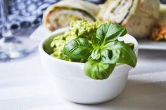 Die #Bärlauch-#Avocadocreme schmeckt gut als Brotaufstrich oder als Grillsauce. Versuchen sie dieses Rezept im nächsten Frühling.
