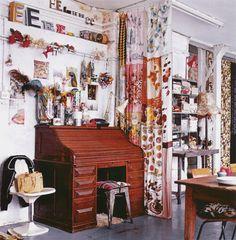 Lovely little writing desk, et al. [My Little Suede Shoes: CASAS CON ESTILO: FLEA MARKET STYLE by EMILY CHALMERS]