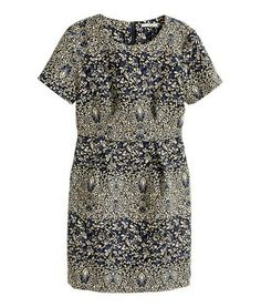 H&M. Short dress in a jacquard weave with short sleeves, pockets in the side seams and a concealed zip at the back.