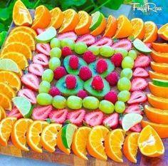 Originales formas de cortar y servir fruta para una fiesta o buffet | MINISTERIO INFANTIL ARCOIRIS Fruit Platter Designs, Buffet, Edible Art, Raw Food Recipes, Watermelon, Appetizers, Candy, Ethnic Recipes, Sweet