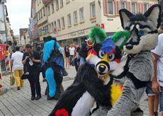 Anzu and Aiwi *hug* <3 -  Esslinger Fursuitwalk Germany  so cute :3