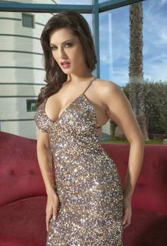 Sweet and Hot Girl Sunny Leone look so sweet in silver Gown