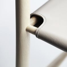 """Imaginée par le designer Francesco Faccin pour l'éditeur italien Miniforms, la chaise """"Pelleossa"""" séduit par sa silhouette fine et élégante, presque squelettique."""