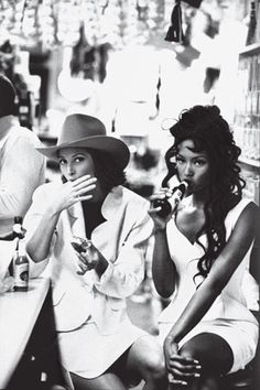 "Models: Christy Turlington & Naomi Campbell Photographer: Arthur Elgort Hair: Troy Halreronan Makeup: Sonia Kashuk — US Vogue February 1992 ""Born in the USA"" Christy Turlington, Arthur Elgort, Linda Evangelista, New Yorker Mode, Original Supermodels, Lauren Hutton, Bohemian Mode, Vogue Us, Shooting Photo"