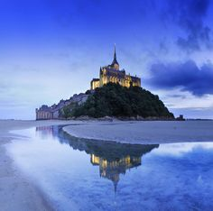 Mont Saint-Michel, France  I think I may have pinned this before, but it is so breathtakingly beautiful, I just could not help myself! :)