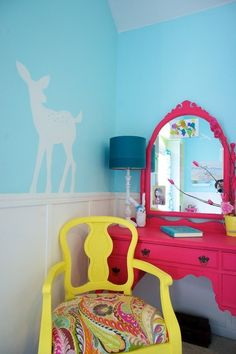 Close-up on the fuchsia table and yellow chair. I want to do something like this in my daughters' room. (Roeder Home) Upcycled Furniture, Painted Furniture, Diy Furniture, Girls Bedroom, Bedroom Decor, Bedrooms, Home Interior, Interior Design, Diy Casa