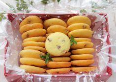 Fursecuri cu stafide Delicious Desserts, Dessert Recipes, Romanian Food, Snacks, Macarons, Sweets, Food And Drink, Cookies, Vegetables