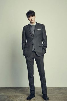 It's great to begin the week with not one but TWO hot Korean actors showing us the latest in men's contemporary, business wear. Italian brand Jiohtu chose Joo Won and Kim Young … Actors Male, Asian Actors, Korean Actors, Actors & Actresses, Korean Star, Korean Men, South Corea, Asian Men Long Hair, Kim Young Kwang