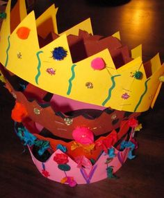 Make Mom into a Queen with a handmade crown. // 17 Easy Emergency Mother's Day Crafts For Kids
