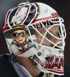 wish he was a hawk Goalie Mask, Hockey Goalie, Masked Man, Cool Masks, Chicago Blackhawks, Ottawa, Nhl, Football Helmets, Captain Hat