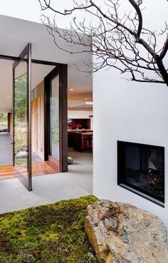 Outdoor fireplace at Eagle Ridge Residence, Orcas Island, Washington State by Gary Gladwish Architecture Amazing Architecture, Architecture Details, Interior Architecture, Contemporary Architecture, Design Exterior, Interior And Exterior, Modern Interior, Beautiful Interior Design, Forest House