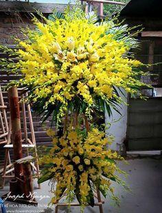 Altar Flowers, Beautiful Bouquet Of Flowers, Church Flowers, Funeral Flowers, Funeral Floral Arrangements, Unique Flower Arrangements, Flower Centerpieces, Flower Decorations, Contemporary Flower Arrangements