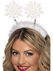 Inspiration, alle Accessoires und eine Schmink-Anleitung, damit du dein Schneeflocke Kostüm selber machen kannst.