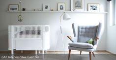 Wenn ein neues Leben das Licht der Welt erblickt, gibt es viel zu bedenken. Besonders wichtig: das Babyzimmer. Schließlich verbringt der Nachwuchs hier die meiste Zeit seiner ersten Monate. Wir geben Einrichtungstipps und Inspiration für eine liebevolle Gestaltung.
