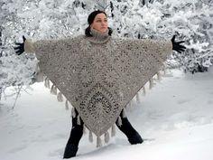 VMSom Ⓐ basket: diy Crochet Flower poncho Poncho Au Crochet, Beau Crochet, Pull Crochet, Mode Crochet, Crochet Cape, Crochet Diy, Crochet Shawls And Wraps, Crochet Jacket, Crochet Scarves