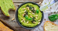 Hummus al pesto e pinoli Hummus, Guacamole, Dips, Recipies, Dressing, Vegetables, Healthy, Ethnic Recipes, Pane