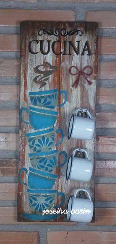 PLACA DECORATIVA EM MDF, VÁRIOS TEMAS, PASSO A PASSO, DIY, FAÇA E VENDA. Coffee Cup Holder, Coffee Cups, Cafe Bar, Stone Painting, Chalk Paint, Ladder Decor, Diy Home Decor, Diy And Crafts, Shabby