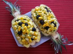 Pineapple boats - the best fruit salad and decoration for any party!