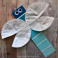 I've recently been working on choosing out paint colors for my daughter's bedroom and have a handful of paint strips left over. Our spring-like weather has put us in an insect mood this week, so I put together this super simple Dragonfly Craft for kids using a blue paint strip and cupcake liners. {This post …