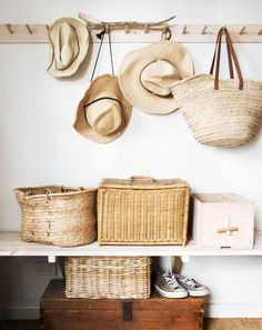 Style je gang met rotan manden en tassen voor een warme en vrouwelijke sfeer in je interieur.