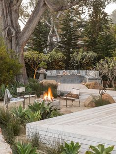 Garden Ideas & 7 Pro Tips, Courtesy Of Hollywood's Go-To Guy - - Garden ideas are what celebs like Ellen deGeneres turn to Scott Shrader for. Peek inside his new book, The Art of Outdoor Living, and snag his pro tips! Cozy Backyard, Backyard Landscaping, Backyard Ideas, Patio Decks, Backyard Designs, Modern Landscaping, Decking, Outdoor Living Rooms, Outdoor Spaces