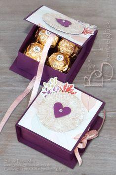 Flip Top Box the second . This box fits exactly four of the golden sho . - Flip Top Box the second … This box fits exactly four of the golden chocolate balls. Scrapbook Box, Paper Purse, Treat Holder, Treat Box, Exploding Boxes, Explosion Box, Simple Gifts, Favor Boxes, Gift Boxes