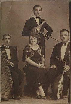 This is Roza Eskenazi she was a Jewish-Greek singer. Greek Fashion, Turkish Fashion, Greek Plays, Greek Blue, Greek History, Greek Music, Writers And Poets, Beautiful Costumes, Folk Music