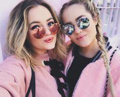 Gêmeas até no estilo ❤️ @lucy_connell & @lydia_connell são a prova que estilo é de família ✨ #rayban #raybanround