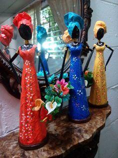 Paper Bag Crafts, Cardboard Box Crafts, Paper Dolls, Art Dolls, African Crafts, African Dolls, Ceramic Wall Art, Sculpture Projects, Africa Art