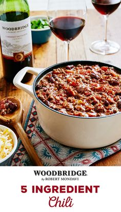 Perfect for cold nights and on a time constraint, this quick �n easy 5-ingredient chili is the ideal meal! Learn how to make this delicious and easy-to-make recipe from Woodbridge Wines today.  Please enjoy our wines responsibly.  � 2016 Woodridge Wines, Acampo, CA