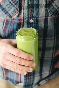 Reset and rebalance with this low sugar hydrating and alkalizing green spinach smoothie. Recipe by Dianna Sinni, Registered Dietitian of Chard in Charge.