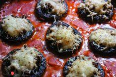Champignons überbacken mit Rinderhackfüllung in Tomatensauce
