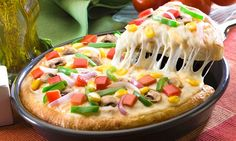 #PizzaHut - Medium Pizza, Garlic Bread and Soft Drinks for 2 Rs. 327 From Groupon.co.in