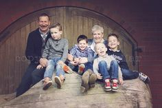 Grandparents with their grandchildren posing at Rokeserf Ommen