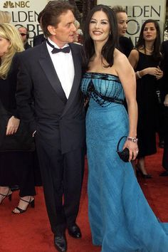 Michael Douglas et Catherine Zeta-Jones aux Golden Globes 2001 - Catherine Zeta-Jones, la femme fatale rangée - L'EXPRESS