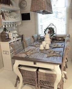 Jouluviikko♡ #kitchen #keittiö #kök #lantligtkök #shabbychicdecor #shabbychic #shabby #rivieramaison #interior125 #interior123 #interior4you #interior4all #interiorroom #interiorstyled #interiorandhome #passion4interior #paradisetinterior #hem_inspiration #inspiration #inspiroivakoti #finahem #nordiskehjem #finehjem #myhappyplace