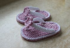 Crochet Bebe, Crochet Baby Booties, Baby Sandals, Baby Shoes, Knitting Stitches, Crochet Crafts, Slippers, Booty, Youtube