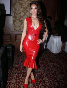 Sofia-Hayat-Stills-at-mahurat-of-six-x-movie-launch-5