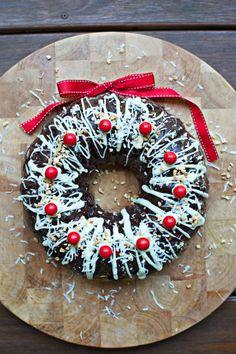 Rocky Road Christmas Wreath Recipe Is Full Of Holiday Cheer! Christmas Bunt Cake, Christmas Cupcakes, Christmas Desserts, Christmas Treats, Holiday Treats, Christmas Lunch, Christmas Cooking, Christmas Goodies, Christmas Stuff