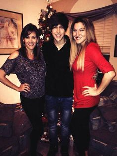 Austin Mahone, Mama Mahone, And Aunt Lisa❤️❤️❤️ btw my neighbor knows Austin Mahones aunt Lisa!!!!!!!!