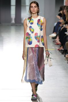 Christopher Kane Spring 2016 Ready-to-Wear Fashion Show - Romy Schonberger