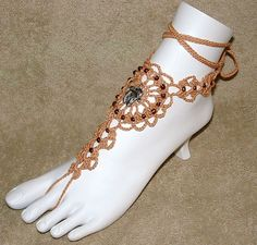 im addicted to crochet lately, and i cant ebven do it! YET!   My house shall be filled with all dioff kinds of these sandals!