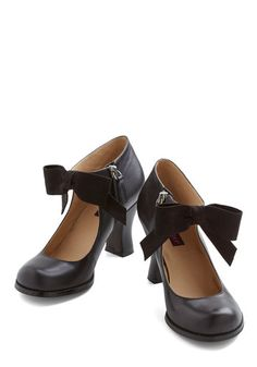 You savor getting ready on Saturday mornings, carefully selecting your prettiest pieces - including these bow-front heels by Mojo Moxy! These black, side-zippered pumps sport a slightly flared heel and an ankle-high cut. No matter what ensemble you step out in, you'll feel amazing from head to toe!