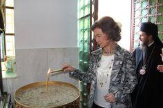 Η βασίλισσα Σοφία στο Αιγάλεω -Προσκύνησε το λείψανο της Αγίας Ελένης [εικόνες]   iefimerida.gr