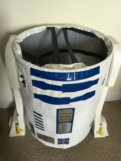 I sewed the straps of the pop-up laundry basket this way so my son could rest them on his shoulders. Halloween 2016, Halloween Ideas, Halloween Costumes, R2d2 Costume, Art Themes, Laundry Basket, Costume Ideas, Star Wars, Rest