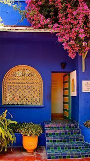 Marjorelle Garden in Marrakech, Morocco Colores Moroccan Design, Moroccan Style, Moroccan Theme, Moroccan Blue, Pintura Exterior, Marrakech Morocco, Bougainvillea, Interior And Exterior, Beautiful Places